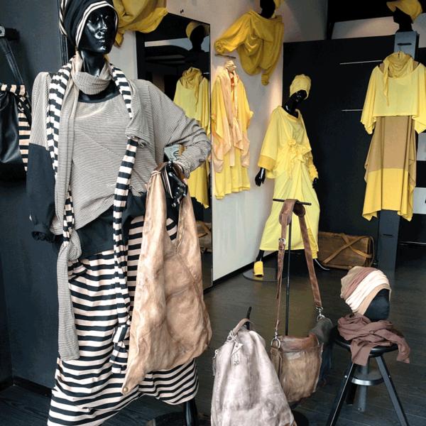 Modelle von MilaStyle in schwarz, weiß, grau und gelb