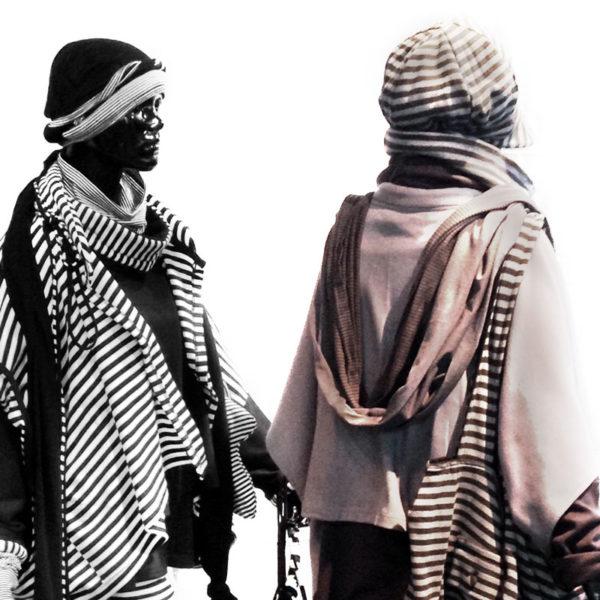 Ausgefallene Kopfbedeckungen und Schals von MilaStyle im gestreiften Lagenlook