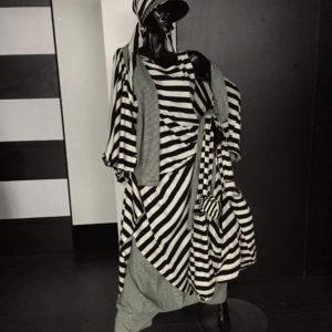 Handgefertigtes Design von MilaStyle im schwarz-weißen Lagenlook